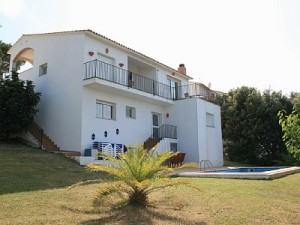 VILLA IN BEGUR FOR SALE Modern Villa for sale in Begur a short walk to the centre of the village