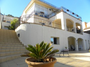 VILLA FOR SALE IN BEGUR TOWN