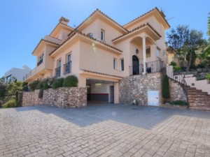 Villa with fabulous view over the village of Begur to the sea and the Medes Islands
