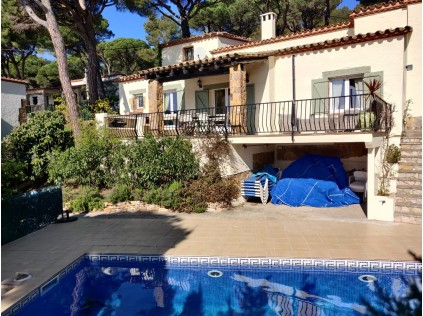 BEGUR VILLA LA PERLA  Detached Villa: with private heated pool & WiFi , a walk to centre of Begur